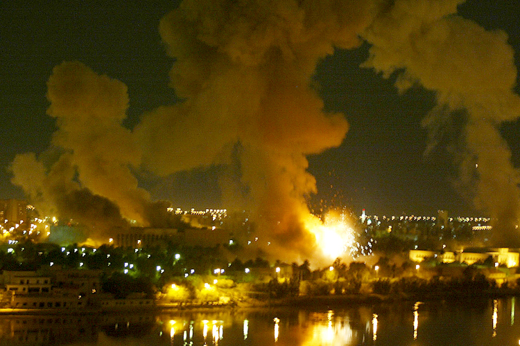 A building explodes in a presidential palace compound in Baghdad during air strikes March 21, 2003. Large explosions shook Baghdad during a night of blistering air strikes, as U.S. and British ground forces advancing across southern Iraq battled for hours for control of a strategic airfield. REUTERS/Faleh Kheiber FK - RTRKKPX