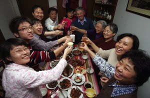 BEIJING, CHINA - FEBRUARY 17: (CHINA OUT) Members of a family toast during New Year's Eve dinner at a resident's home on February 17, 2007 in Beijing, China. The Chinese lunar New Year, or the Spring Festival, falls on February 18. (Photo by China Photos/Getty Images)