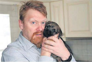 jon-gnarr-with-a-puppy